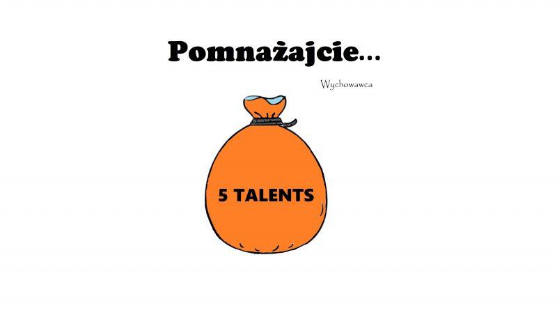 """Pomaranczowy worek z czarnym napisem """"5 talentów"""", umieszczony pod czarnym napisem """"pomnażajcie"""", na białym tle"""